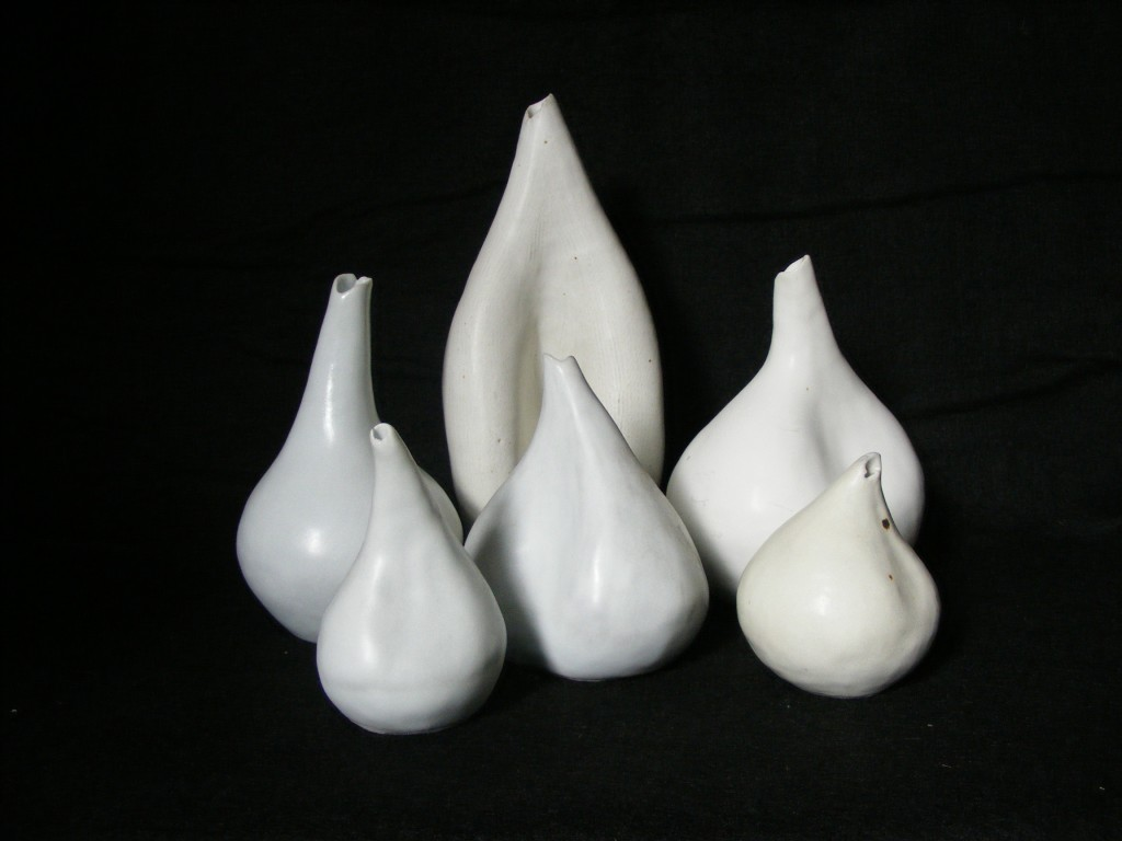 267. Glazed porcelain, various sizes